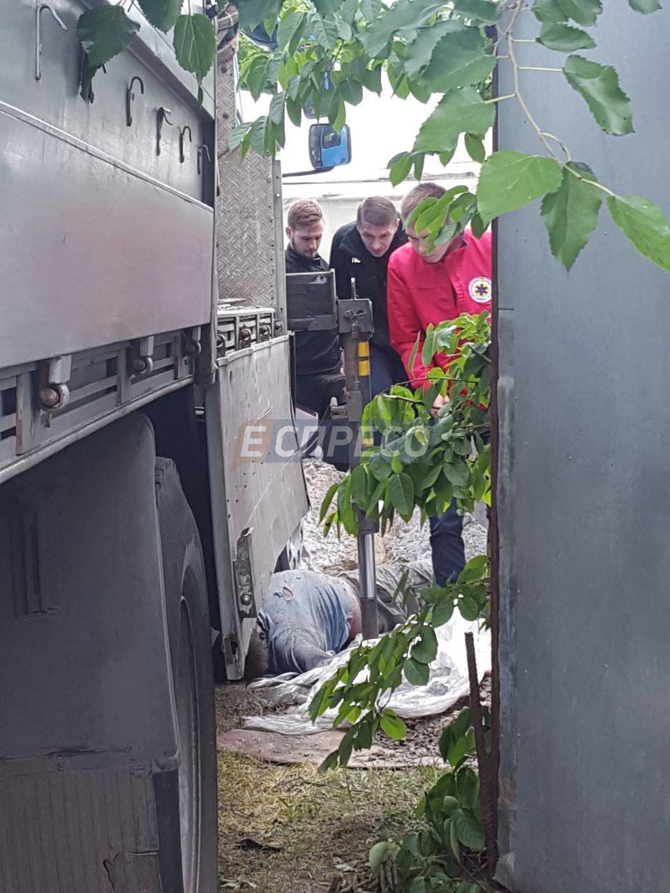 Несчастный случай: водителя грузовика убило током