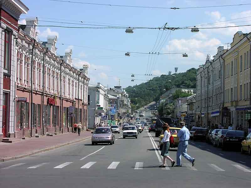 Без авто и парковок: часть Подола с 1 августа станет пешеходной