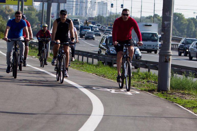 Эксперимент: велосипедистам разрешили ездить вместе с автобусами