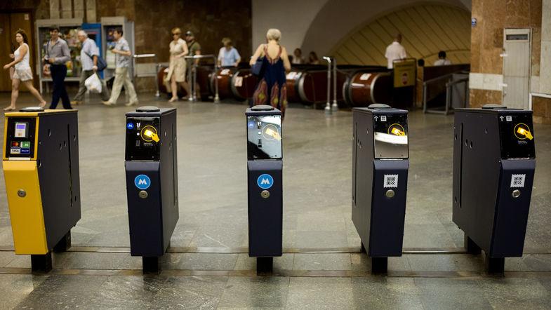 От жетонов откажутся еще четыре станции метро