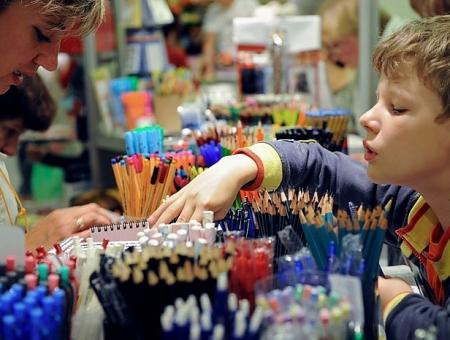 Back to school: в районах Киева заработали школьные ярмарки