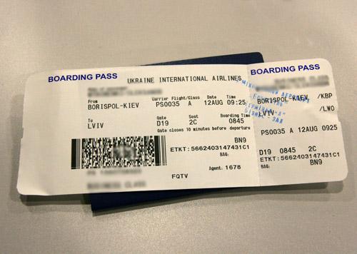 Украинская авиакомпания будет взимать плату за печать посадочных талонов