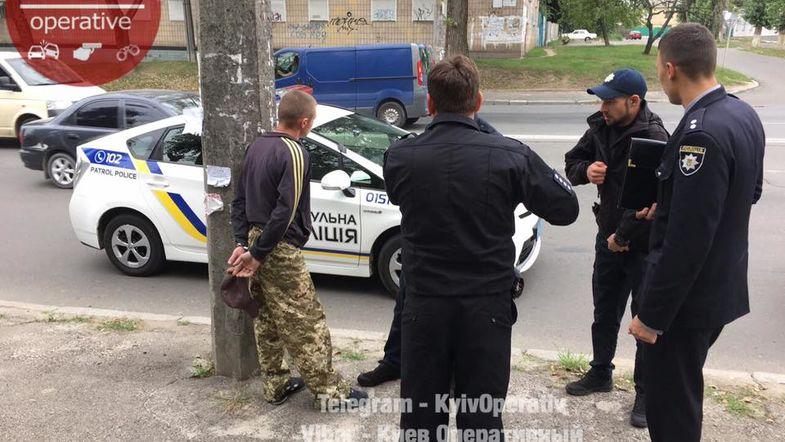 В Киеве мужчина ранил подростка в ягодицы