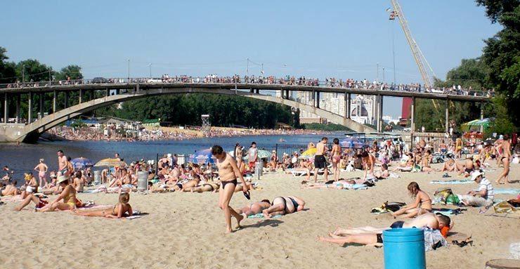 Холодно купаться: в Киеве досрочно завершат пляжный сезон