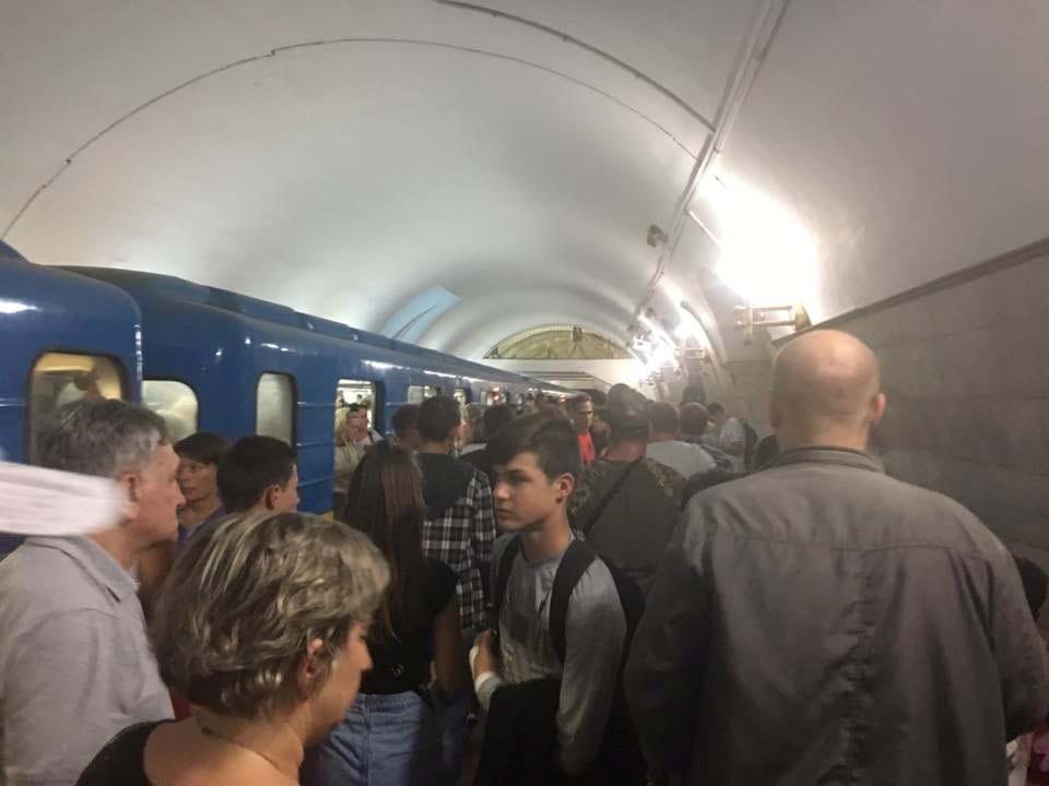 Никого теракта: в киевском метро случилось короткое замыкание