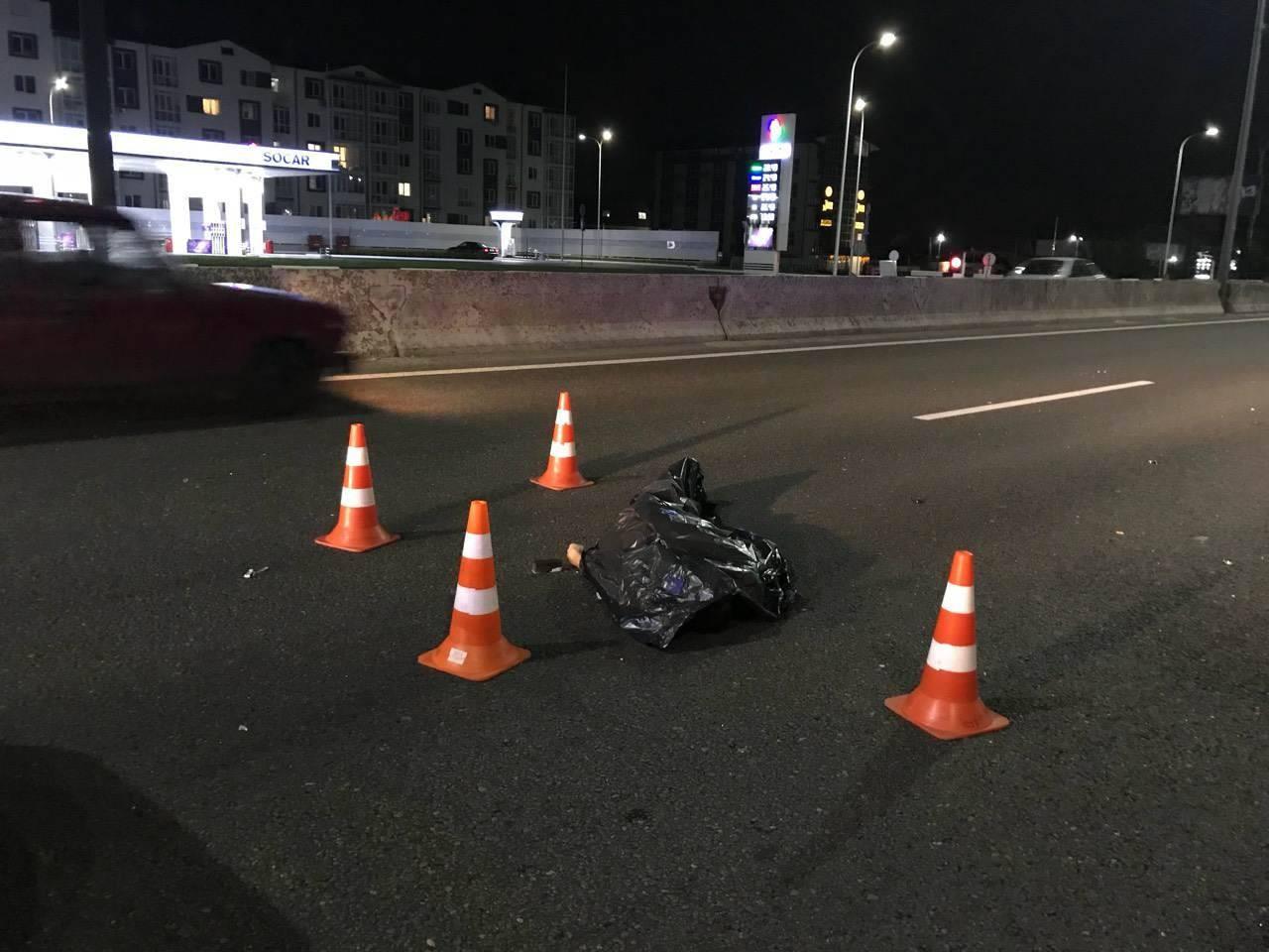 Смертельное ДТП: пешехода сбила легковушка и переехала фура