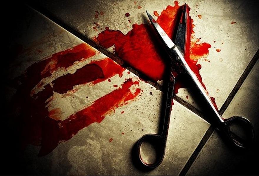 Девушку тяжело ранили ножницами в киевской квартире