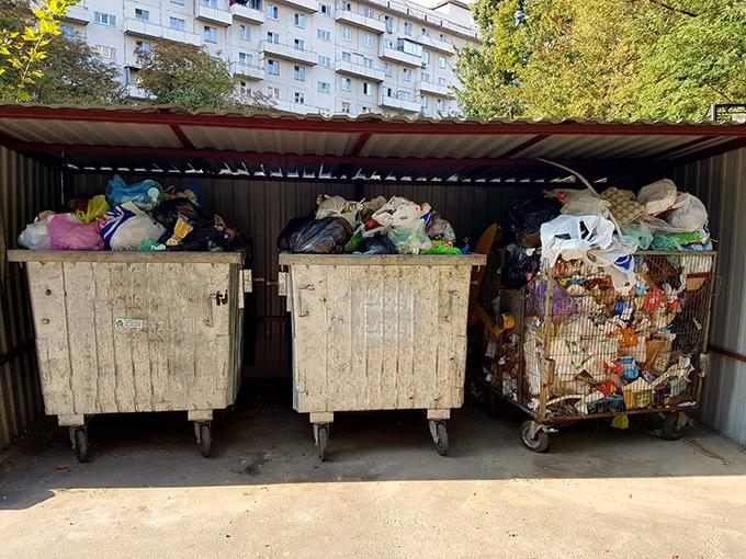 Как заставить киевских коммунальщиков вывозить мусор