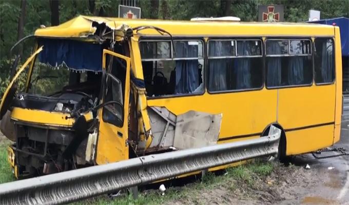 В ДТП под Киевом пострадали военные. Есть жертвы