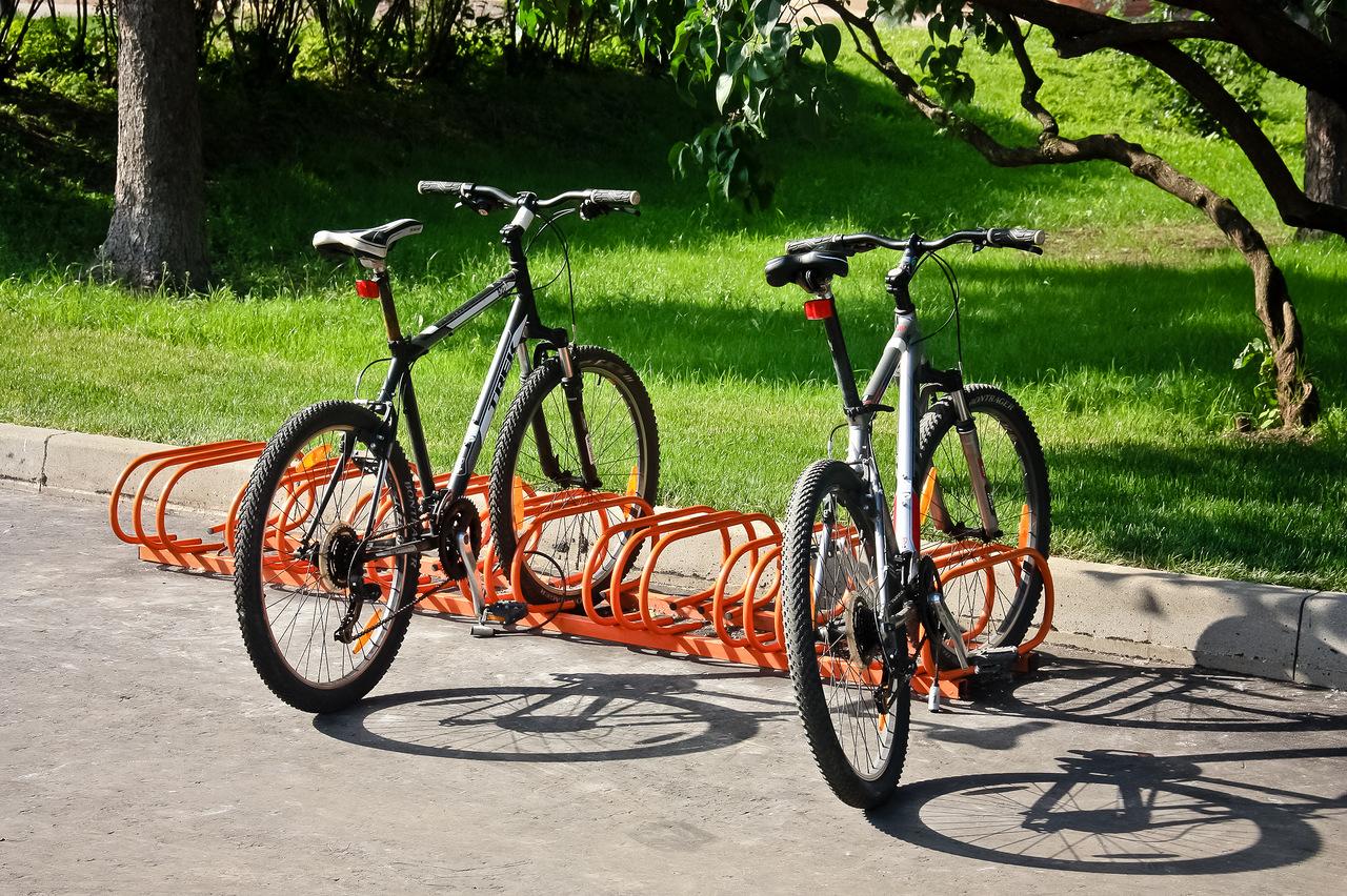 Возле школ и больниц в Киеве могут установить велопарковки