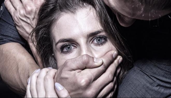 """Под Киевом девушку несколько раз изнасиловали на """"собеседовании"""""""