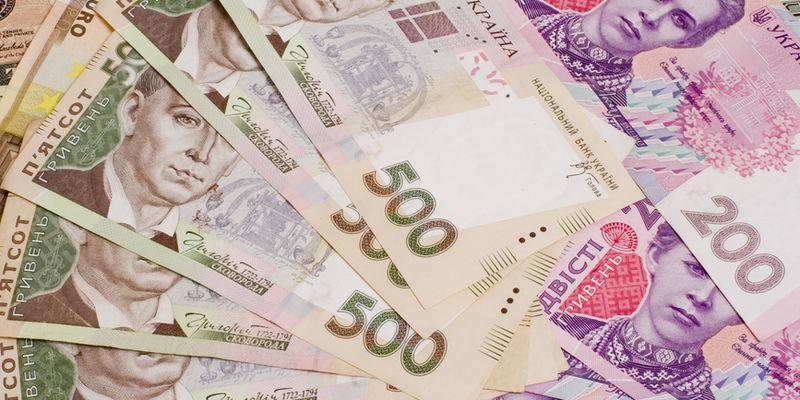 В Борисполе парень разбросал на дороге 16 000 гривень