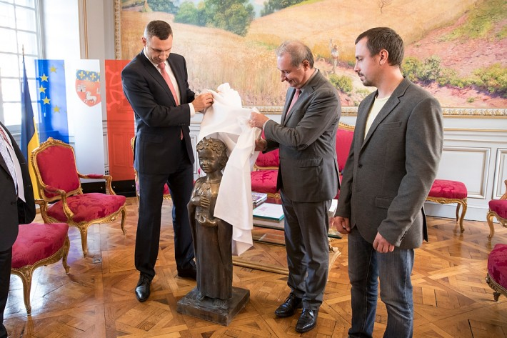 Мэр Киева подарил Франции Анну Киевскую