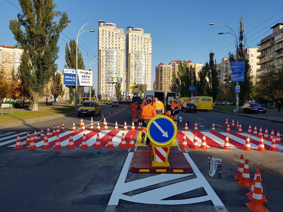 В Киеве пешеходные переходы оборудуют островками безопасности