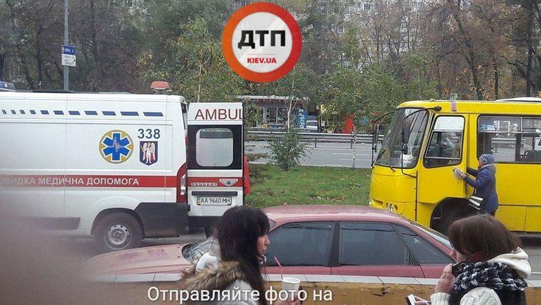 В Киеве у водителя маршрутки за рулем случился приступ эпилепсии