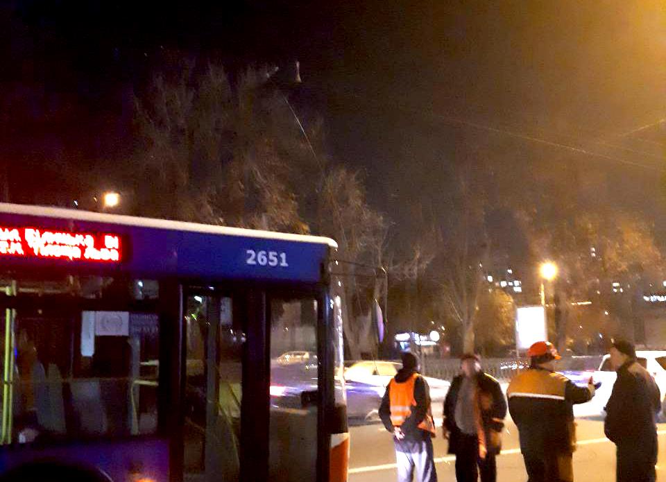 Оборвались провода: на проспекте Победы остановились троллейбусы