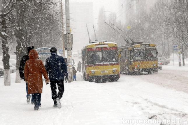 Киевский транспорт зимой будет ездить даже по сугробам
