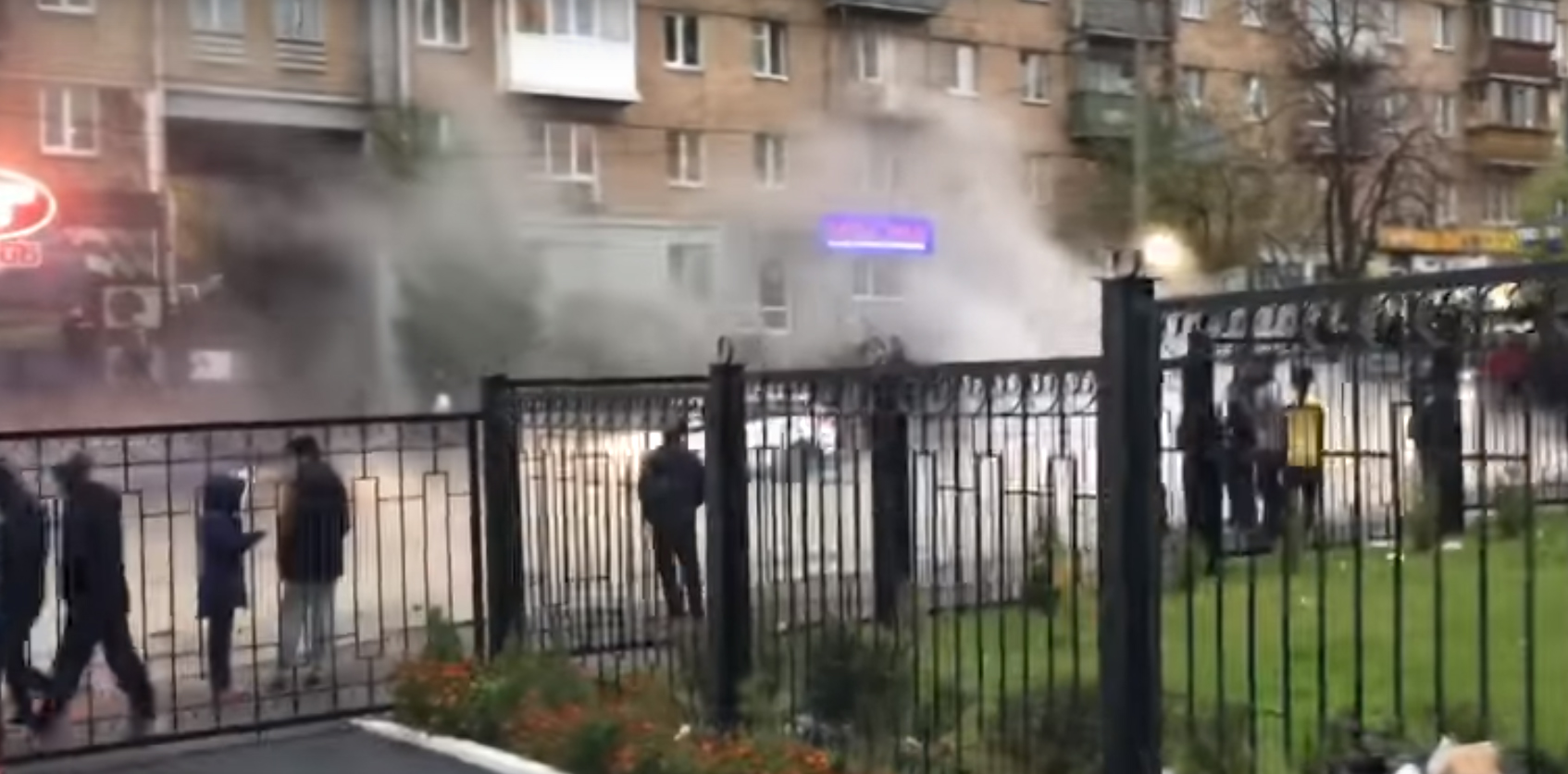 """""""Горячий Киев"""": возле радиорынка прорвало теплотрассу"""