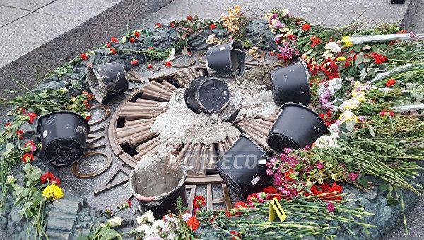 В КГГА отреагировали на акт вандализма с Вечным огнем
