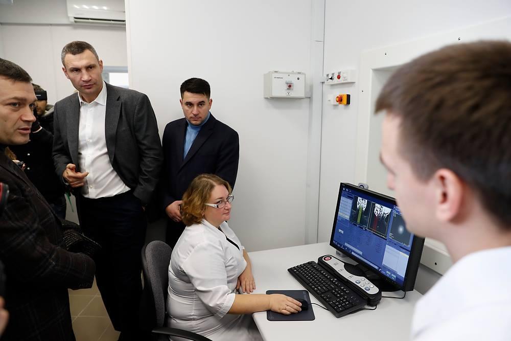 """Кличко: """"Мы покупаем современное медоборудование"""""""