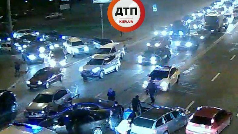 Масштабное ДТП в Киеве: на Воздухофлотском мосту столкнулись 5 авто