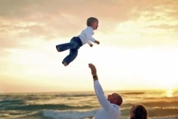 В Киеве годовалый малыш получил тяжелые травмы из-за отца-весельчака