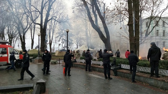 В палаточном городке возле Верховной Рады произошел пожар