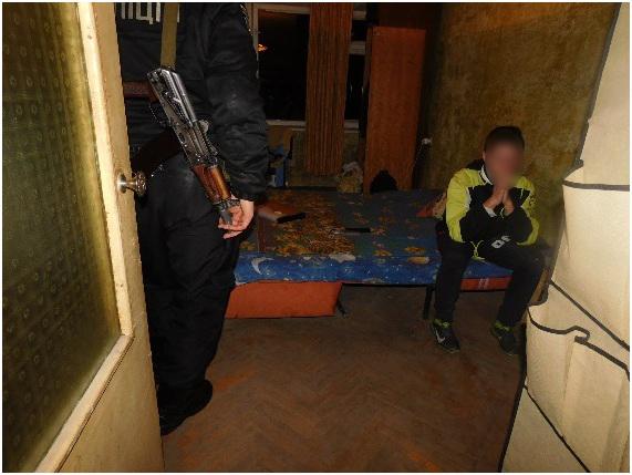 Надоело, что мать пьет: в Киеве подросток подрезал свою мать