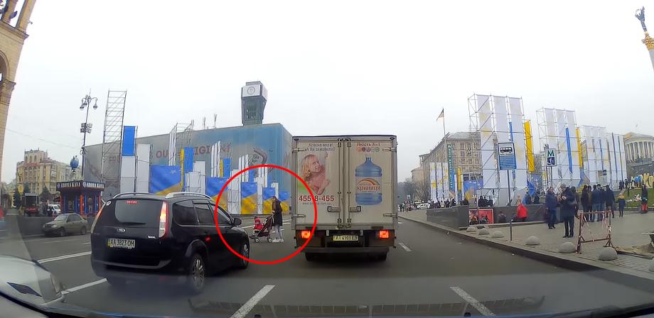 На Майдане Незалежности мама с ребенком решилась на сумасшедший поступок