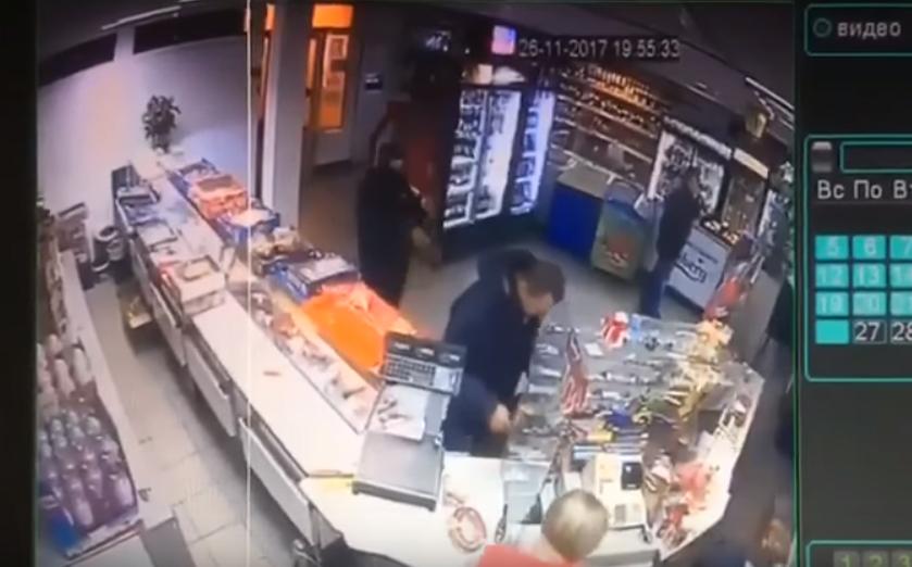 """В МВД рассказали о """"плохом мальчике"""", который ограбил магазин на Оболони"""