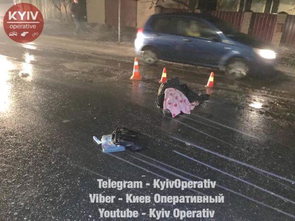 За Киевом под колесами авто погибли женщины-цыганки