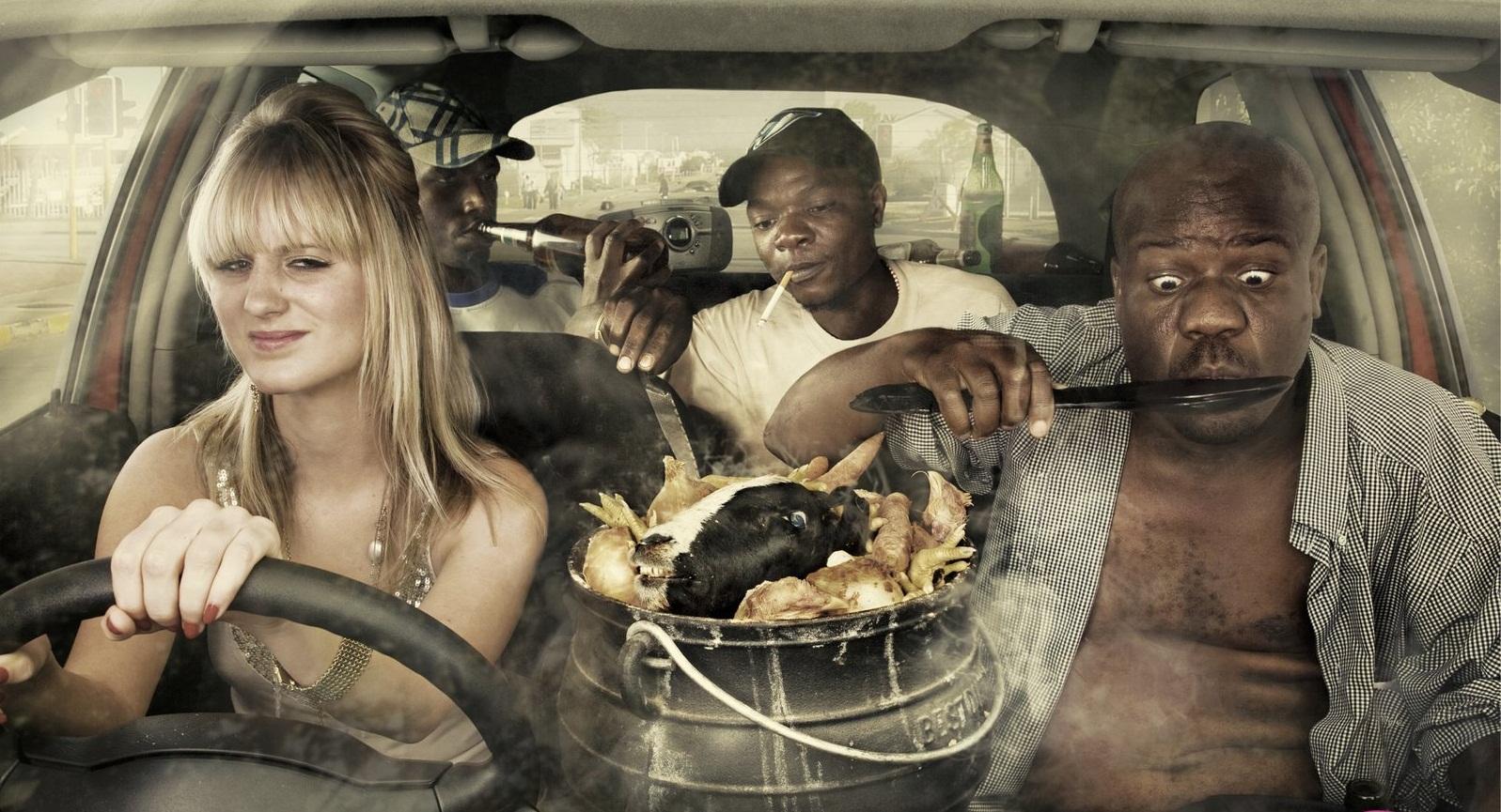 В Киеве таксист выгнал пассажиров из авто за то, что они ели печенье