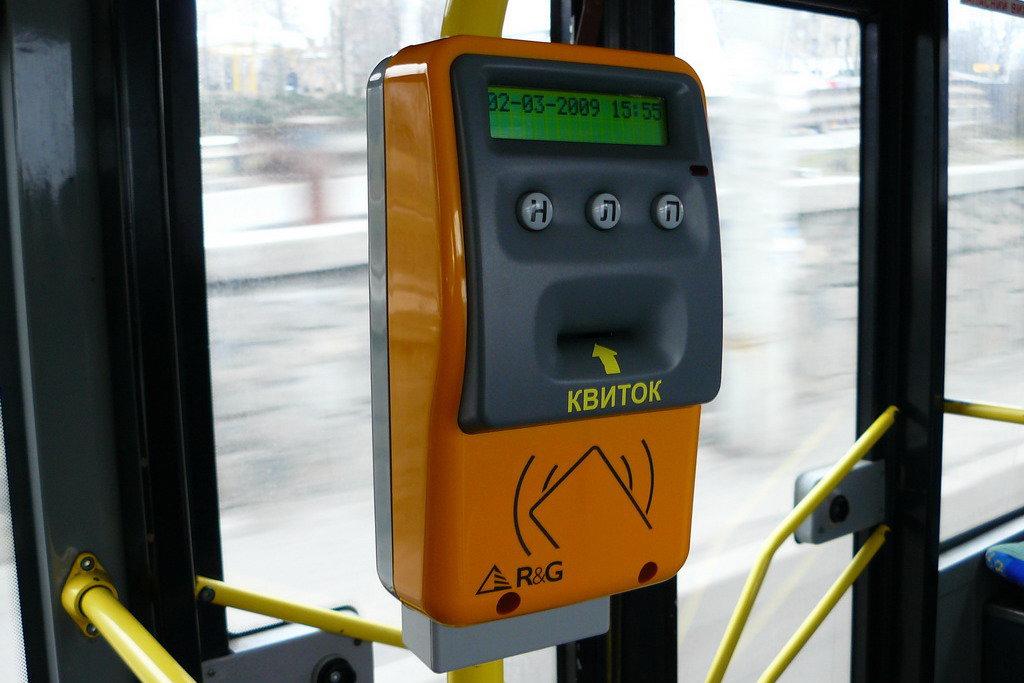 Внедрение электронного билета в транспорте Киева отложили до весны