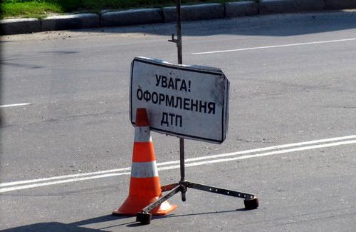 Страшная авария за Киевом: водитель 2 километра вез пешехода по асфальту