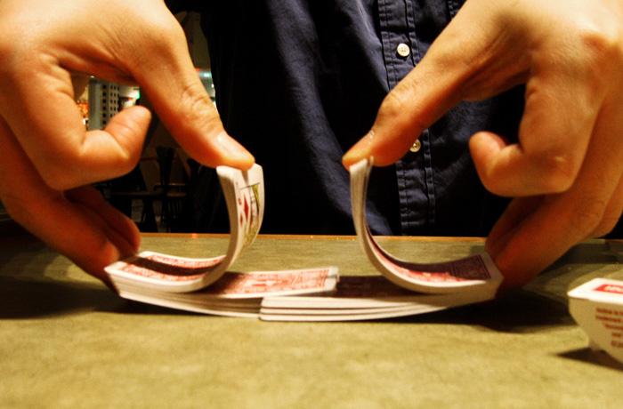 Карточный долг: студентка ВУЗа обокрала магазины в столичном ТРЦ