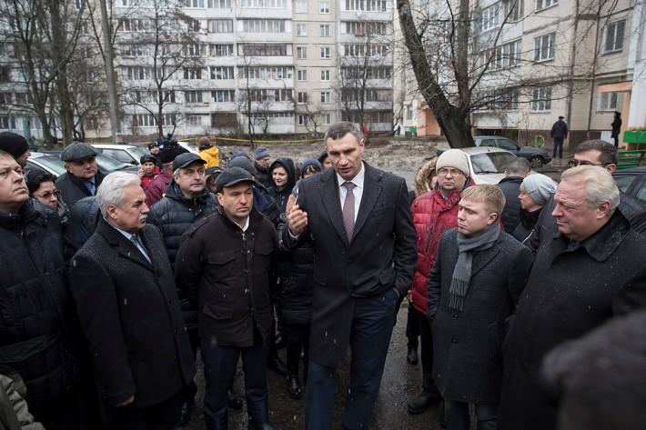 """Киевские власти будут помогать """"Киевэнерго"""" ремонтировать дворы"""