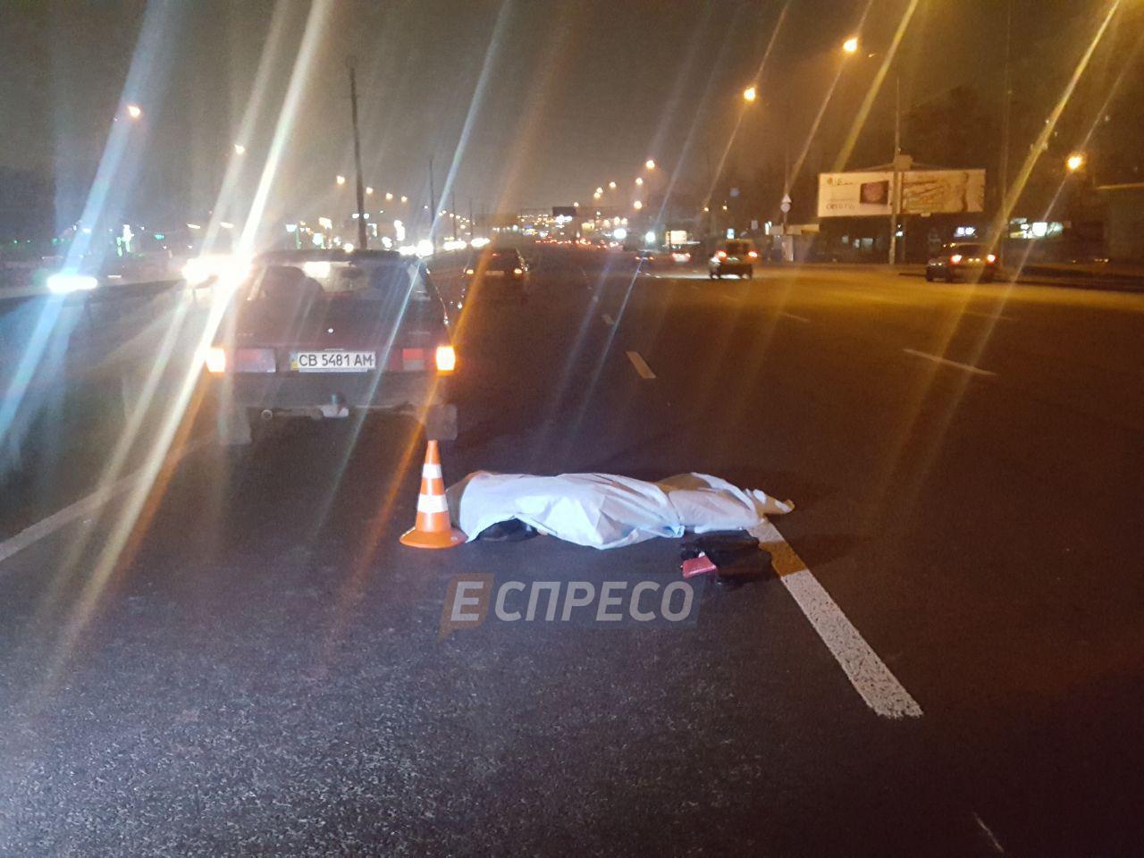 Ужасное ЧП в Киеве: машина переехала лежачего пьяного пешехода