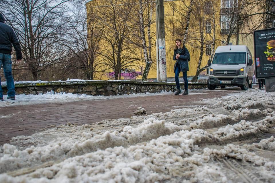 По дороге в школу: микроавтобус переехал шестикласснику ногу