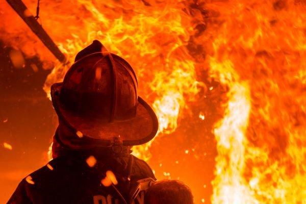 Под Киевом в авто заживо сгорел молодой водитель