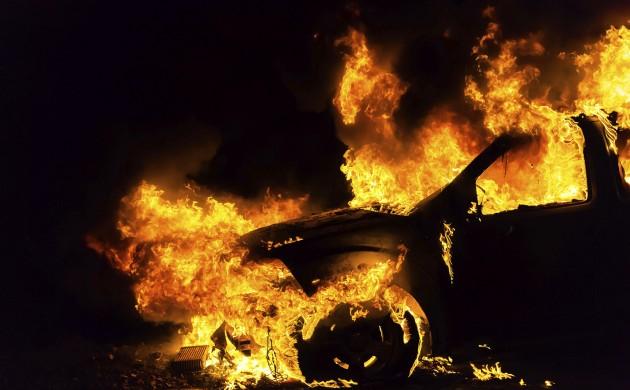 На Киевщине местные жители сожгли наркоману его автомобиль