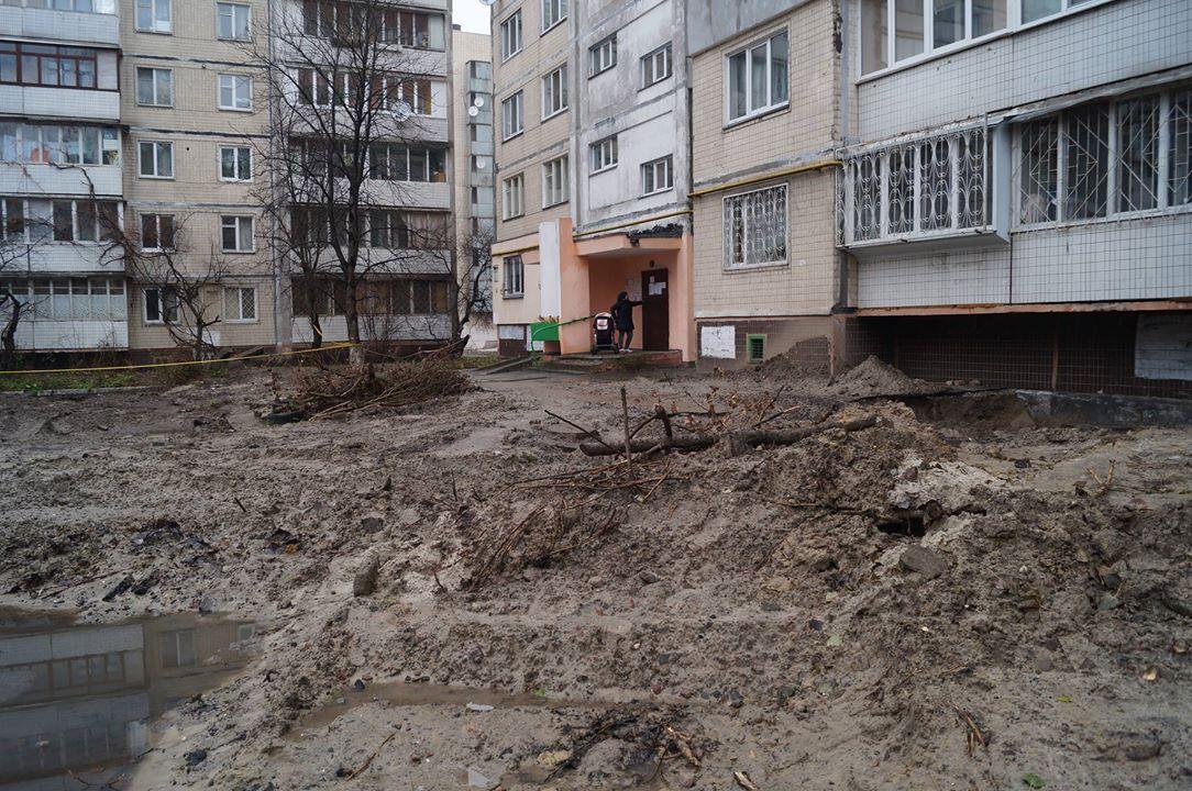 """В """"Киевэнерго"""" заявили, что из-за должников не могут восстанавливать дворы"""