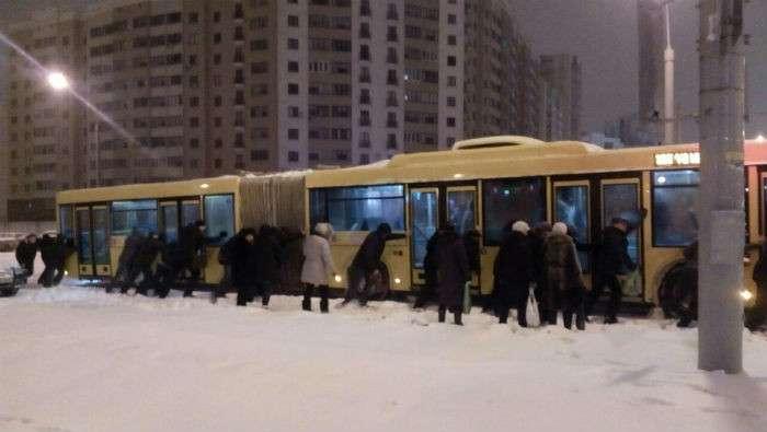 """В """"Киевпастрансе"""" объяснили, почему городской транспорт ходит вне расписания"""