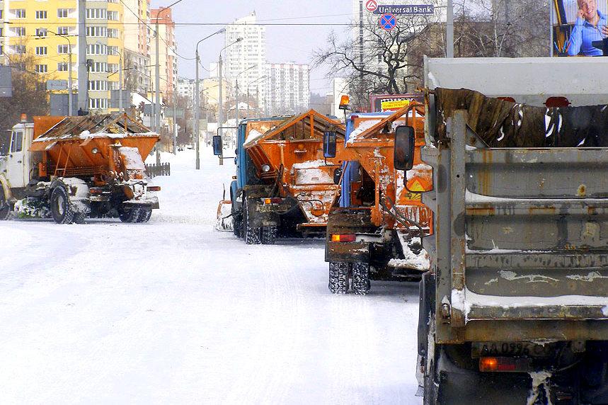 Снегоуборочная техника в Киеве будет работать как утихнет снегопад