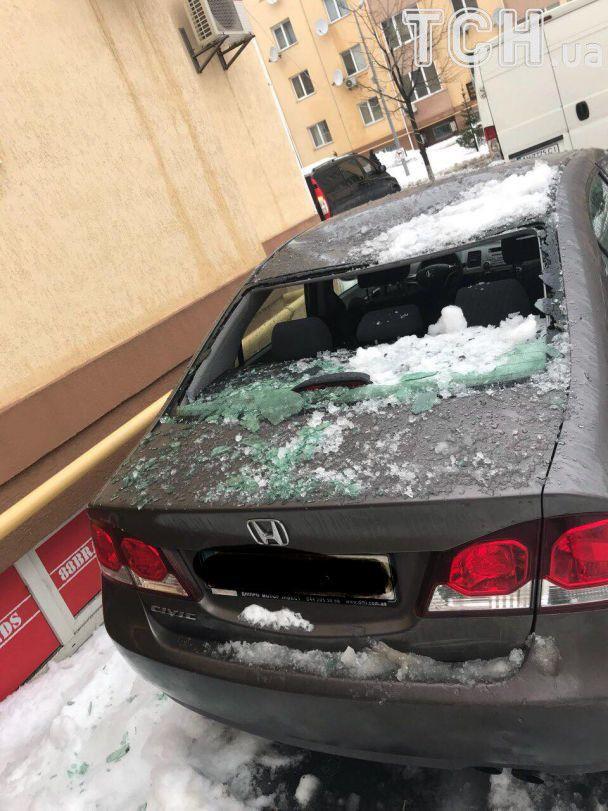 Вблизи Киева сосульки разбили 18 автомобилей