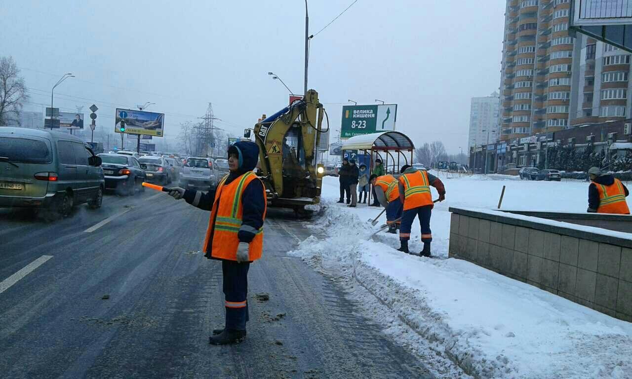 Киеву не хватает рук для уборки снега