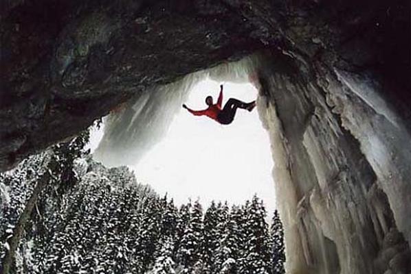 Киевлянка сорвалась с горы в 300-метровую пропасть