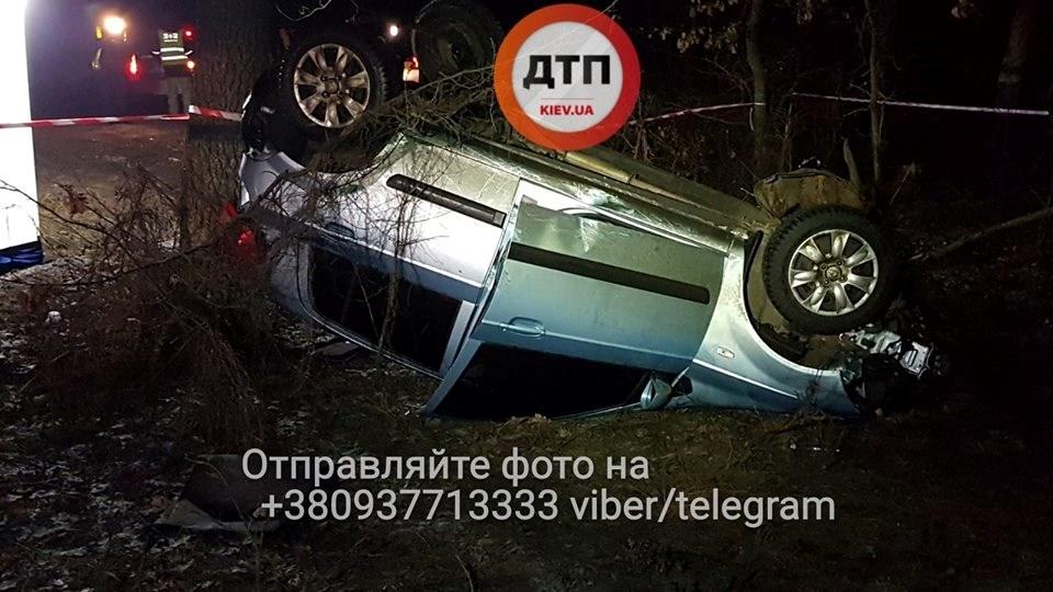 Под Киевом водитель авто погиб в страшном ДТП