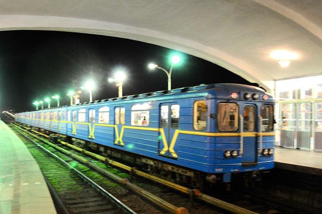 """Пассажирам киевского метро пришлось ехать в туннеле """"под дождем"""""""