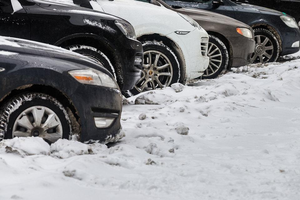 В Киеве из-за снегопада будут перемещать автомобили