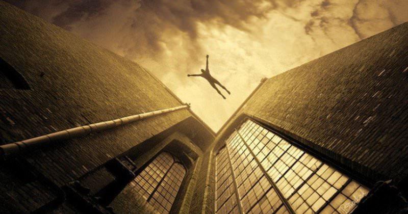Киевлянка выжила после падения с 9-го этажа